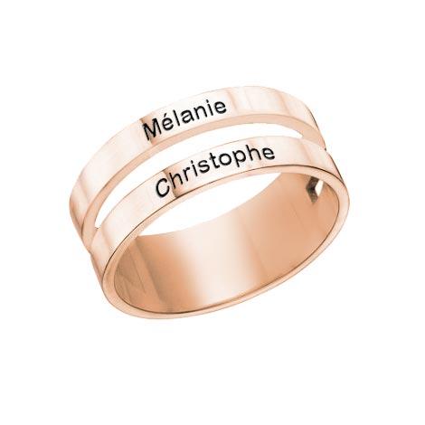 Cette sublime bague 2 anneaux 2 prénom en plaqué Or rose 18 carats est disponible aussi en plaqué or rose et en Argent Massif 925
