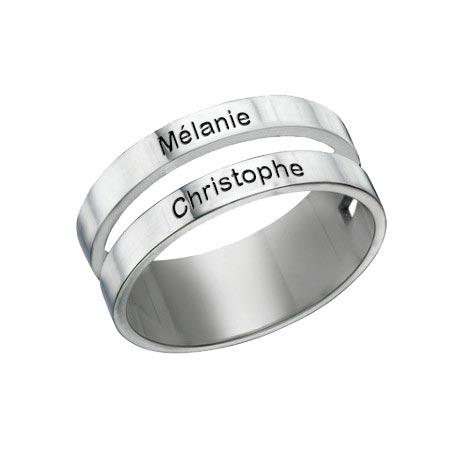Bague 2 anneaux personnalisée Ajoutez votre touche personnelle à cette sublimeBague 3 prénoms 3 anneaux à personnaliser avec les prénoms des personnes que vous aimez