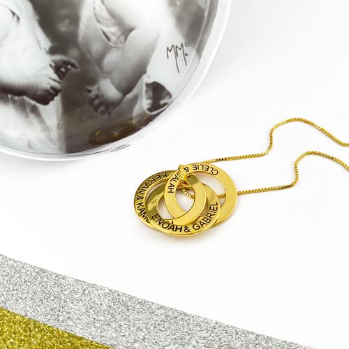 Bijou personnalisé formé de 3 anneaux entrelacés sur lesquelles vous pourrez ajouter jusqu'à trois inscriptions