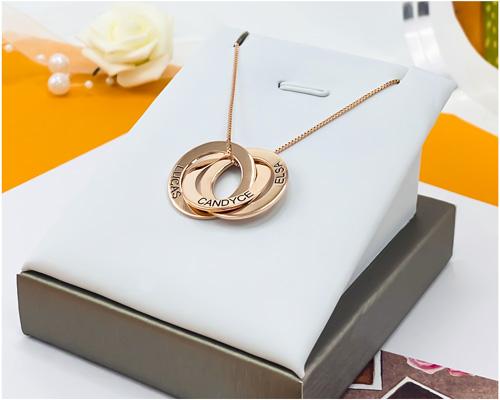 Collier 3 anneaux personnalisé en plaqué Or Rose Bijou personnalisable avec prénom