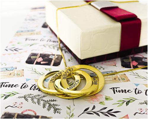 Collier 4 anneaux personnalisé en plaqué Or bijou personnalisable avec 4 prénoms