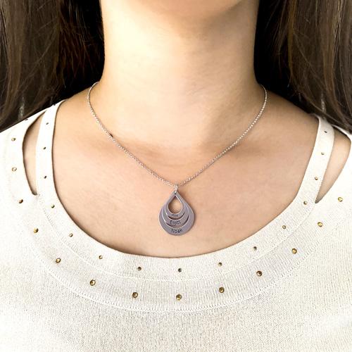 Collier goute d'eau gravé bijou personnalisé avec 3 prénoms