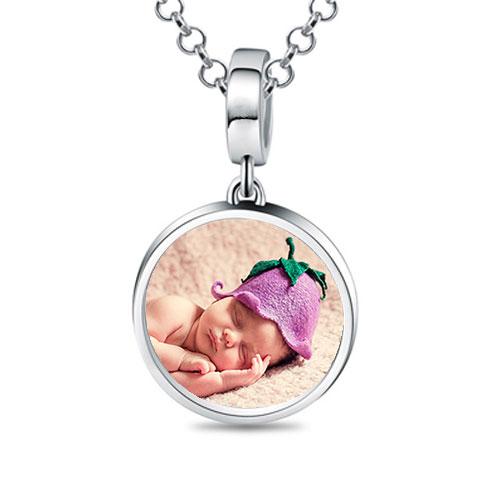 Rendez unique ce joli collier personnalisé photo et texte en argent massif 925 en y ajoutant la photo d'une personne chère à votre coeur.