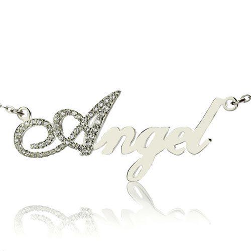 Laissez-vous séduire par ce joli collier prénom effet diamant à personnaliseravec votre prénom, ou celui d'une personne chère à vos yeux