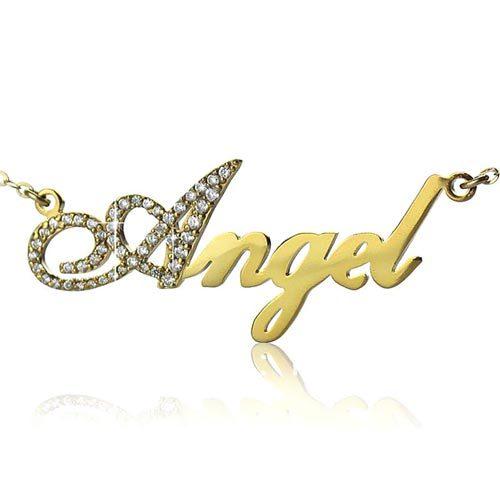 Laissez-vous séduire par ce joli collier prénom effet diamant plaqué Or 18k, à personaliseravec votre prénom, ou celui d'une personne chère à votre coeur