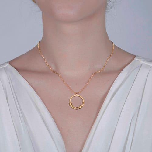Collier prénom cercle et coeur personnalisé bijou sue mesure à offrir à votre maman
