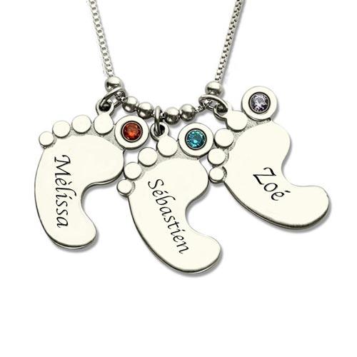 Portez fièrement autour du cou ce magnifique collier 3 Pieds de Bébé à personnaliser, symbolisant la naissance de votre enfant, de votre petit enfant