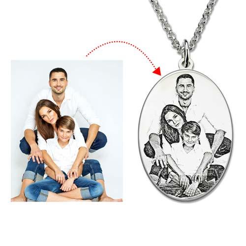 Un magnifique collier photo Ovale gravé d'un message et une photo de votre choix. en Argent Massif 925 garantissant une qualité optimale
