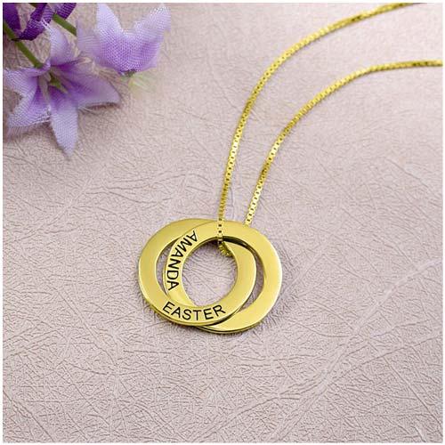 Collier Russe 2 Anneaux Gravés un joli bijou symbolisant votre amours pour les personnes les plus importants à votre coeur