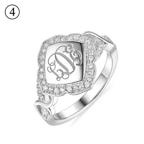 bague monogramme losange à personnaliser, soulignez la beauté naturelle de votre main en portant celle jolie bague gravée de vos initiales