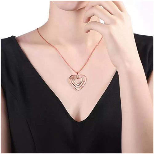 Collier Coeurs Personnalisé en forme de coeur à personnaliser avec 3 prénoms de votre choix